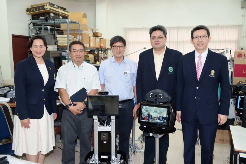 """แพทย์ - วิศวฯ จุฬาฯ ผนึกกำลังพัฒนาหุ่นยนต์ช่วยประเมินผู้ป่วยติดเชื้อ""""โคโรนาไวรัส"""""""