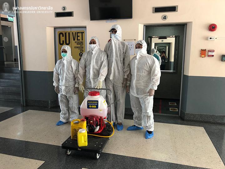 คณะสัตวแพทยศาสตร์ จุฬาฯ ฉีดพ่นยาฆ่าเชื้อในพื้นที่คณะฯ เพื่อความปลอดภัยจาก COVID-19