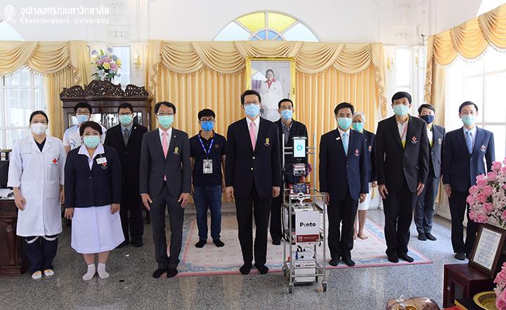 สมเด็จพระกนิษฐาธิราชเจ้า กรมสมเด็จพระเทพรัตนราชสุดาฯ สยามบรมราชกุมารีพระราชทานหุ่นยนต์ Pinto แก่โรงพยาบาลจุฬาฯ เพื่อช่วยแพทย์ในสถานการณ์ COVID-19 ที่โรงพยาบาลจุฬาลงกรณ์